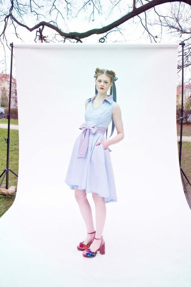 Dress with collar and belt babyblue