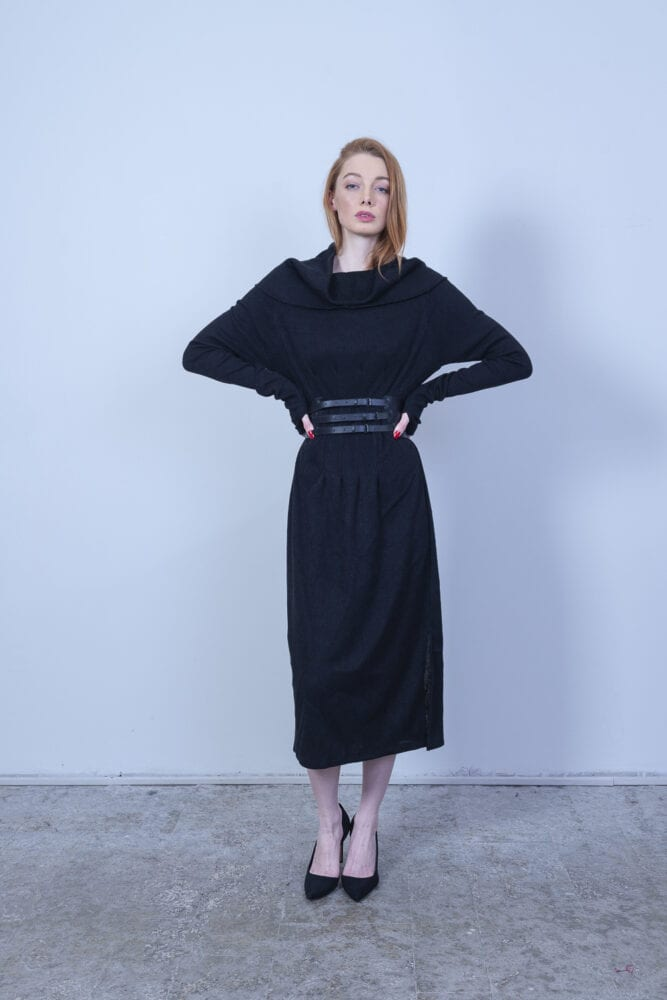 Velké černé pouzdrové šaty vlněný.