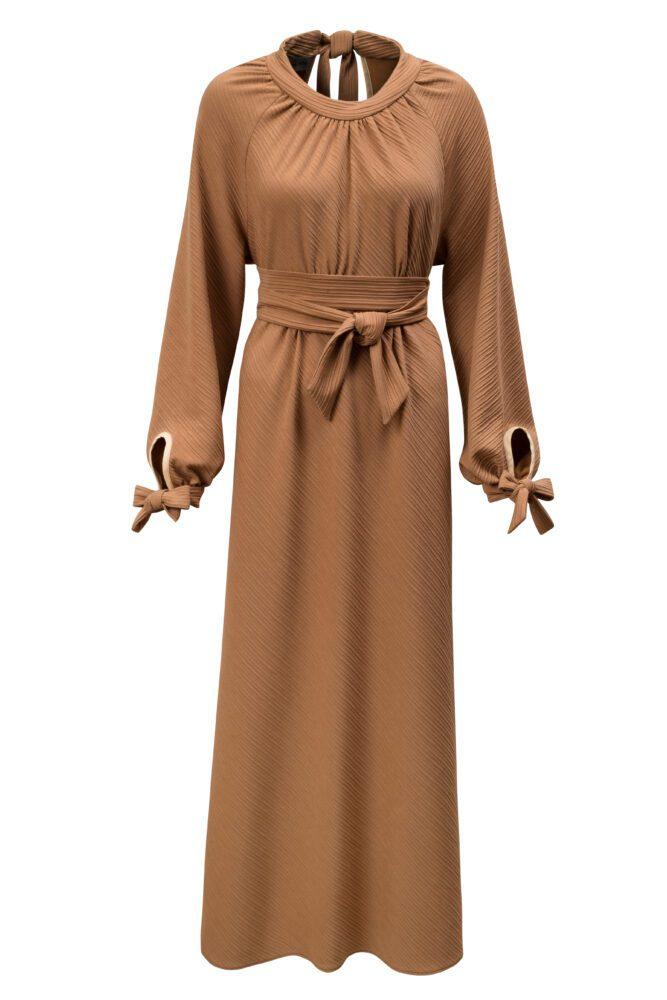Dlouhé šaty zemité barvy